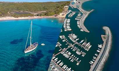 Online pilot book with detailed infos about ports, marinas, moorings and anchorages