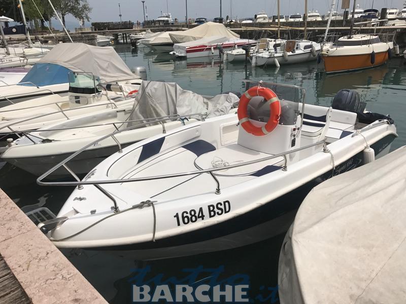 Noleggio rent syros 190 senza patente sul lago di garda for Noleggio di cabine per lago