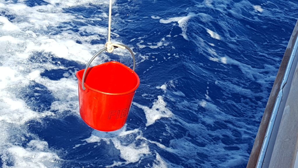 USING BUCKET WHILE SAILING? A LITTLE OF TECHNIQUE. VIDEO