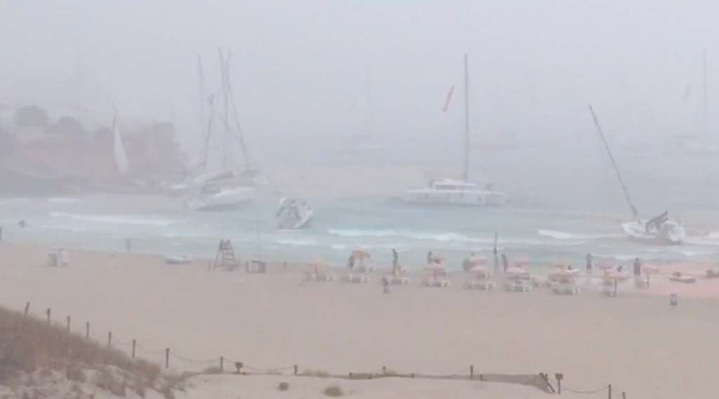 FEAR IN IBIZA. VIOLENT SQUALL ATTACKS BOATS AT ANCHOR