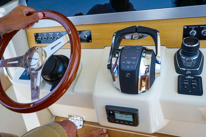Chris Craft Catalina 30, electronic devices