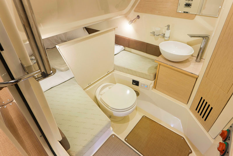 Chris Craft Catalina 30, interiors
