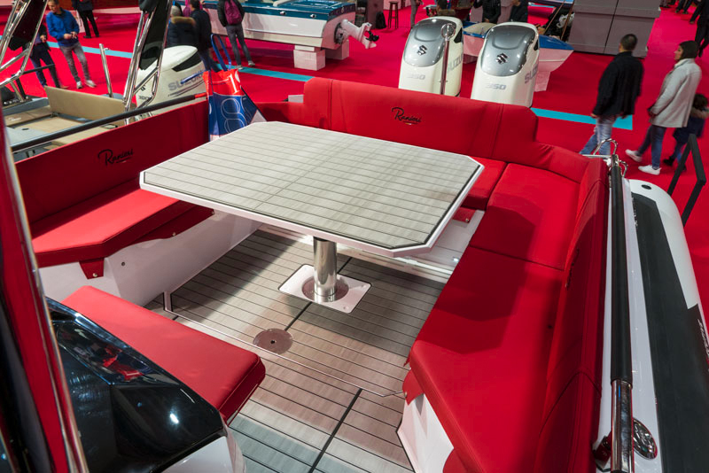 Cayman 38.0 Executive, dinette table
