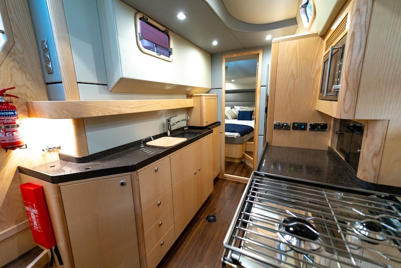 Discovery 54, galley