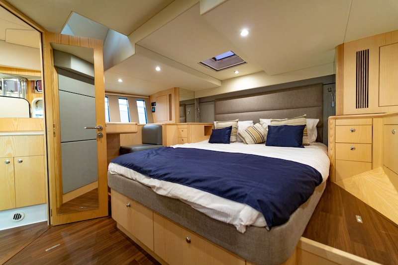 Discovery 54, master cabin
