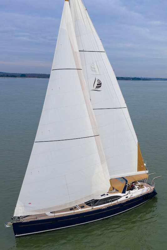 Discovery 54 under sail