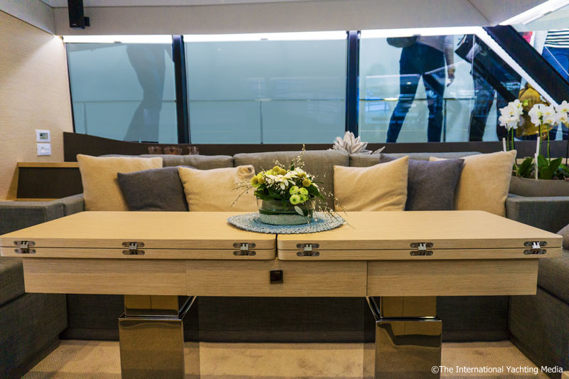 Fountaine Pajot MY 40, dinette table