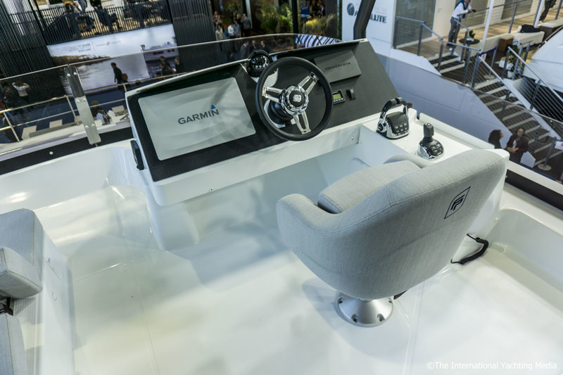 Fountaine Pajot MY 40, exterior steering console