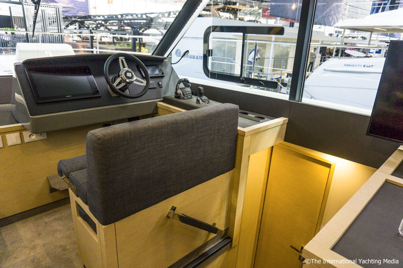 Fountaine Pajot MY 40, interior steering console