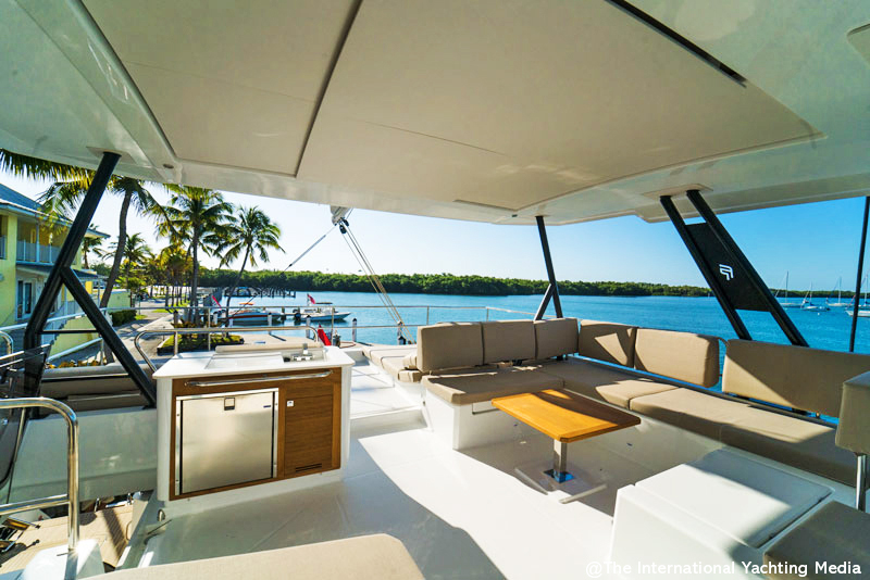 Fountaine Pajot Alegria 67 flybridge