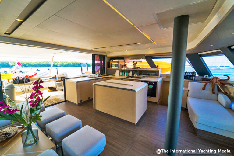 Fountaine Pajot Alegria 67, galley