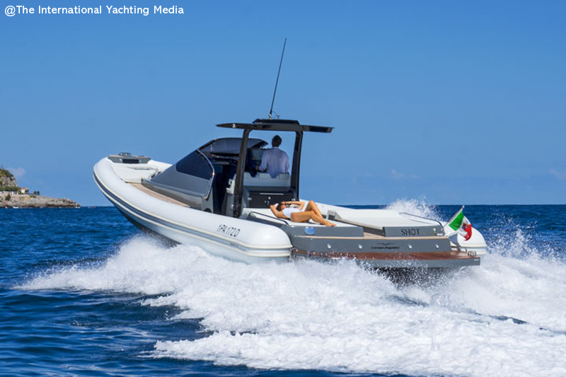 Magazzu MX 13 Coupe in the open sea