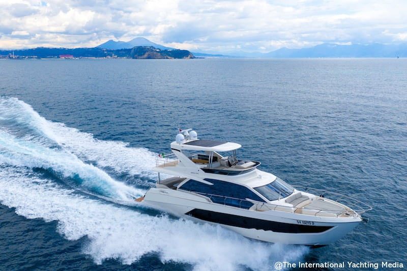Absolute 62 Fly at sea