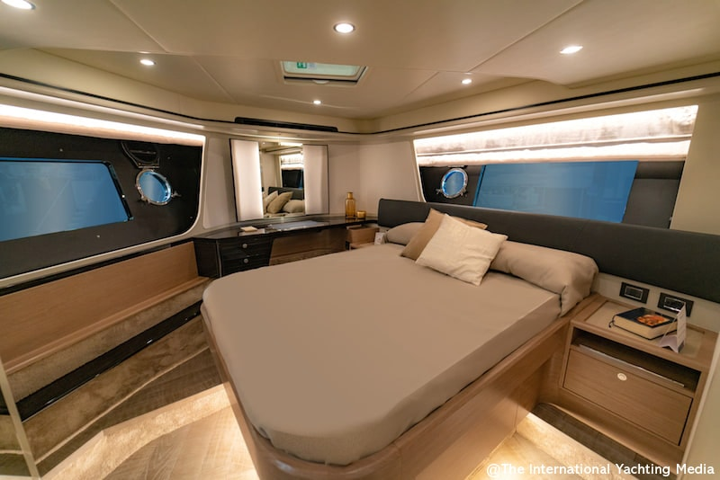 Absolute 62 Fly, cabin