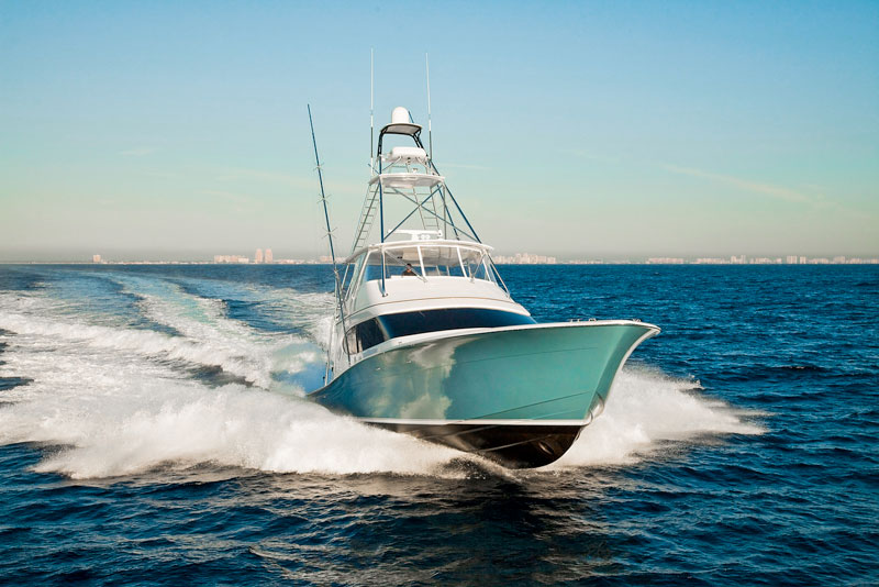 Hatteras GT 70, bow
