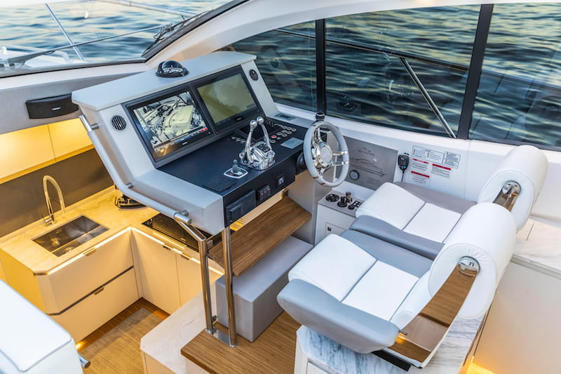 Rio Yachts Sport Coupe 56, helm station