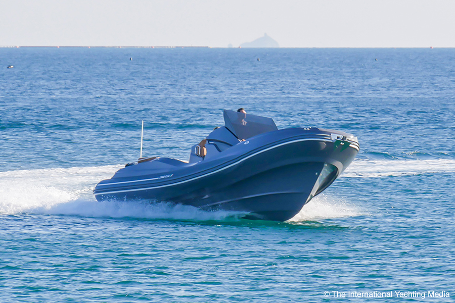 Zar 95 SL Sport Luxury, bow