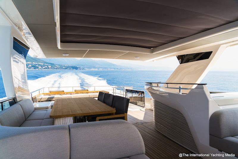 Absolute Navetta 68, flybridge