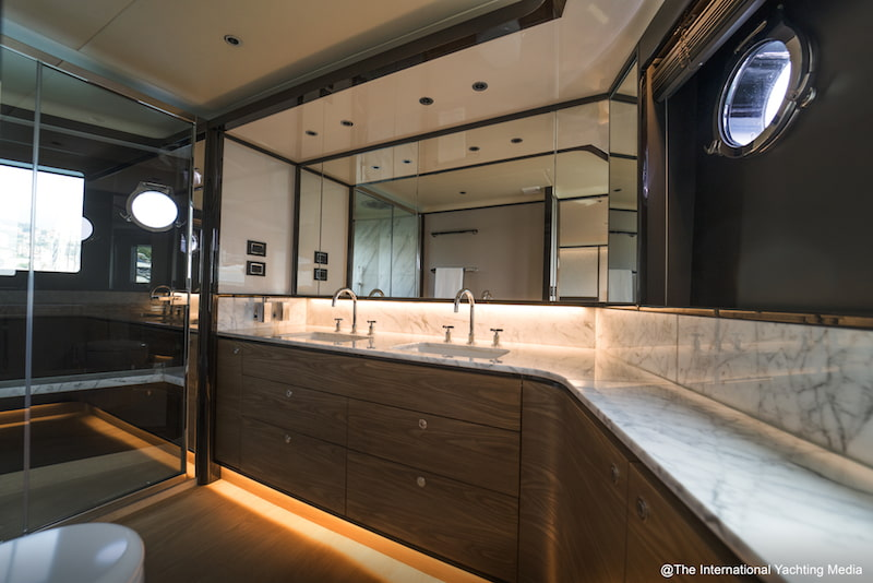 Absolute Navetta 68, master bathroom