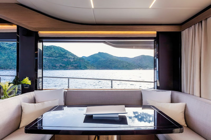 Absolute Navetta 58, table