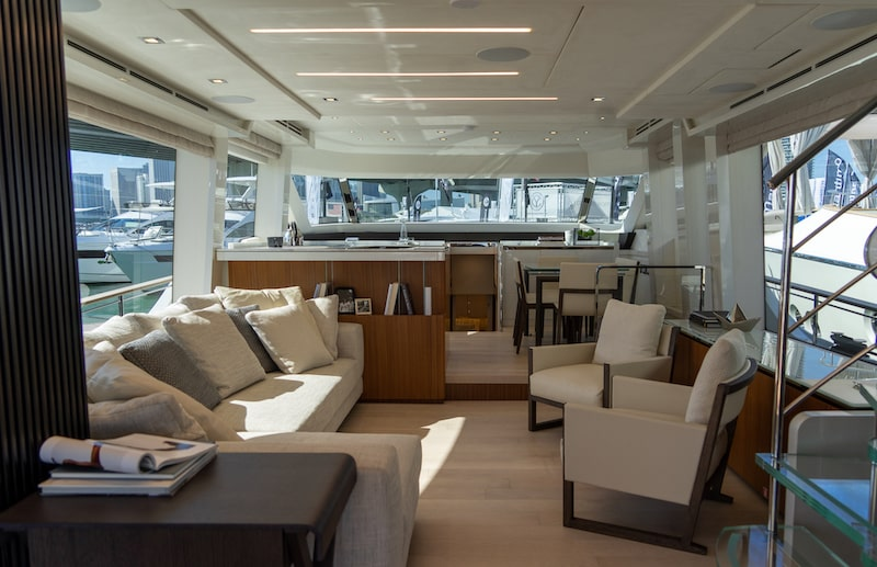 MCY 70 Skylounge, main deck