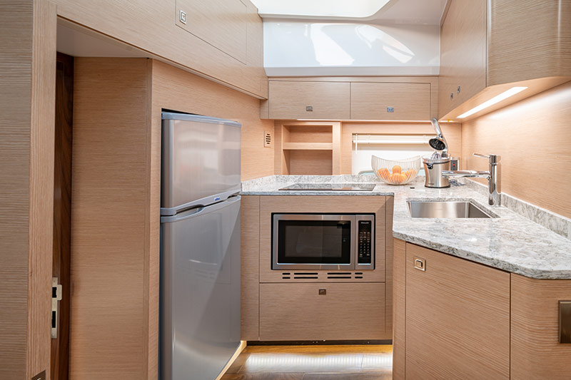 Ocean Alexander Divergence 45 Coupe, galley