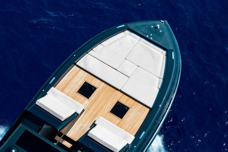 Superocean 58 bow sundeck