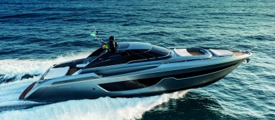 The New Riva Bahamas 76Ph: Guido Cantini / SeaSee.com